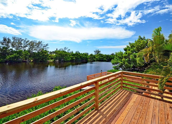 Romantic Lakefront, Access to Heated Pool And More