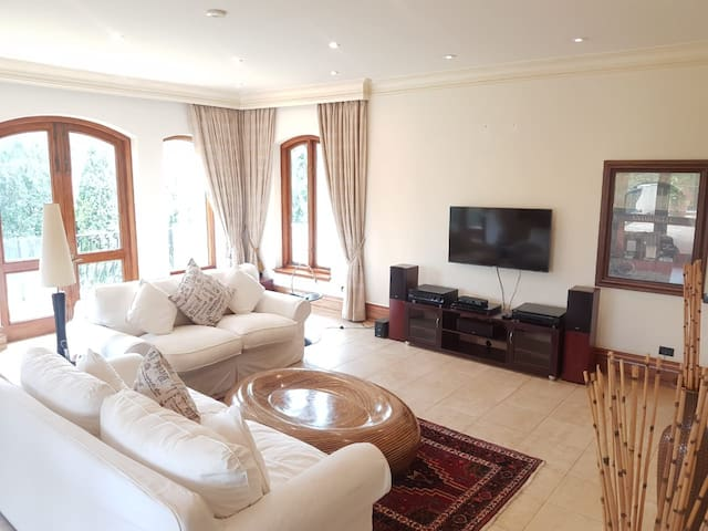 Sandton Presidential Luxury stay @ a Budget