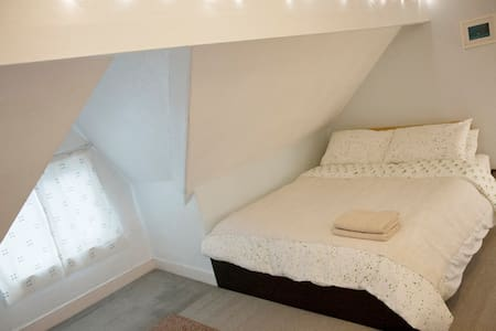 A king size loft bedroom - Cardiff - Loft