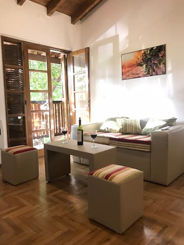 New Wine Apartment next to Aristides Hot Offer!