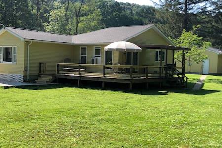 Buckstrail Cottage Creekside