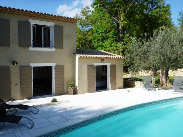 villa lumineuse avec piscine chauffée - Le Rouret