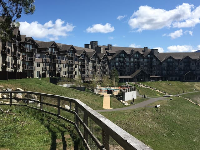Suncadia Lodge high floor view condo sleeps 4