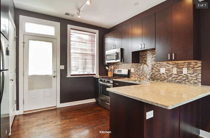 Lincoln Square 2 Bedroom Condo - Welles Park View