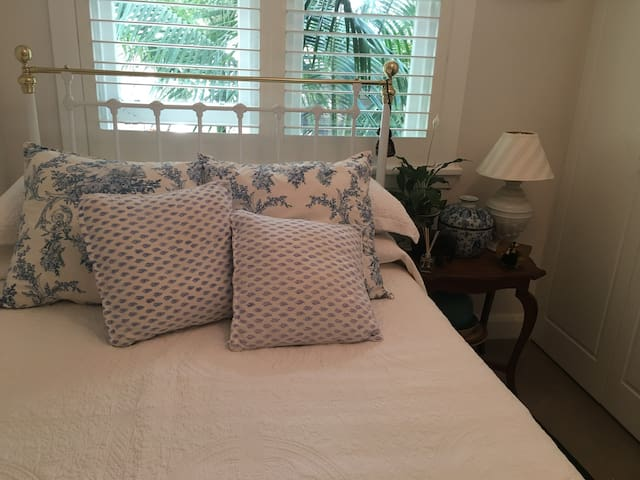 2nd lovely Bedroom with Double Brass bed. Amazing comfort with Sheridan Sheets & Towels.