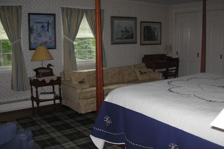 Farmhouse Room 1 - King bedroom with waterfowl theme