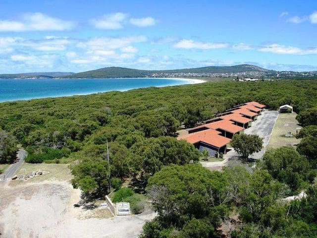 Emu Beach One Bedroom Chalet. Pet Friendly