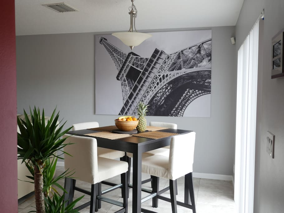 Dining room for up to 4 people next to the kitchen.