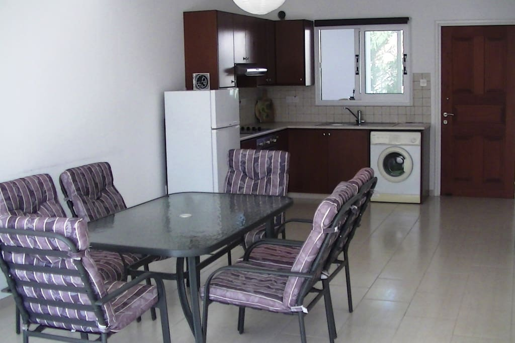 Общая комната с кухней.