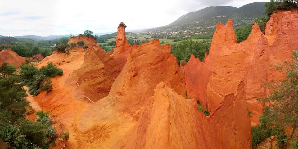 La Villa Lilas, à deux pas du Colorado Provençal - Rustrel