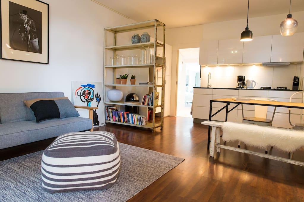 Livingroom/open kitchen