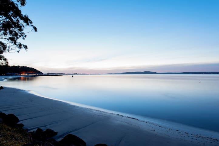 Makaha Shores -  Luxury Waterfront Villa Corlette