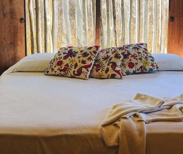 Rustic beachfront room on semi-virgin beach for2♥