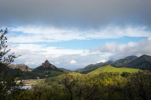 Malibu Cabin Getaway-Mountain Views & Ocean Access