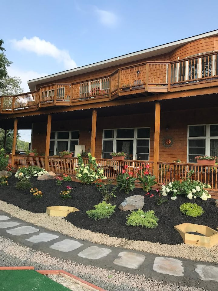 Luxurious, 4500 sq foot home in center of Windham