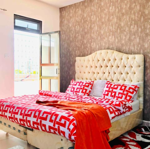 En-suite luxe beach apartment( Adults only )