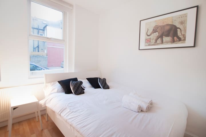 Amazing double bedroom in Franciscan Road by Allô Housing