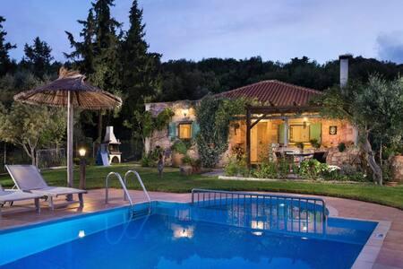 Boutique villa Petra Eleni (Maza, Chania, Crete) - Maza - Villa
