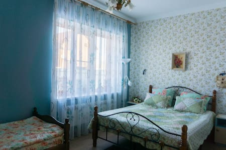 Сдаю комнату в большом доме, посуточно (парковка). - Rostov-na-Donu - Talo