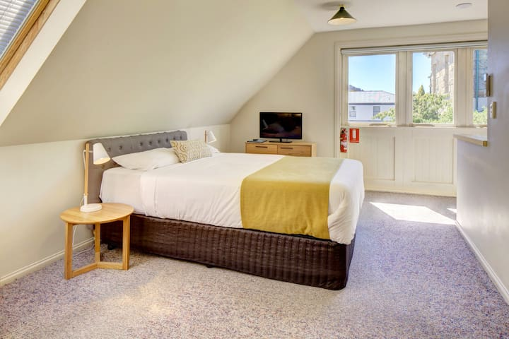 Richmond Arms Hotel - One Bedroom Unit