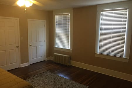 Downtown Upstairs Modern Apartment - Bardstown