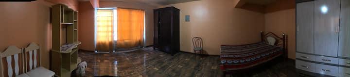 Apartamento mobiliado com luz, água, net e seguro.