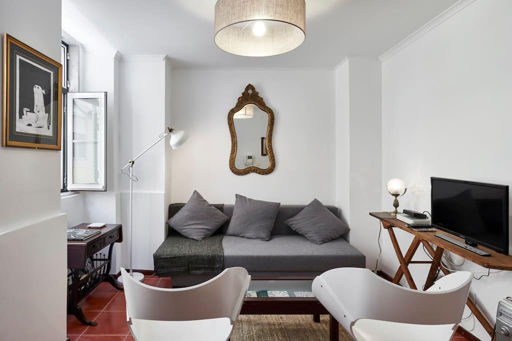 Living room with plenty of Lisbon light