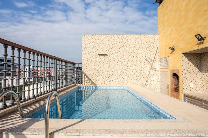 Ótima cobertura com piscina privativa