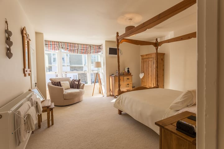 Lovely double four poster room - Cowes