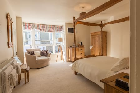 Lovely double four poster room - Cowes - House
