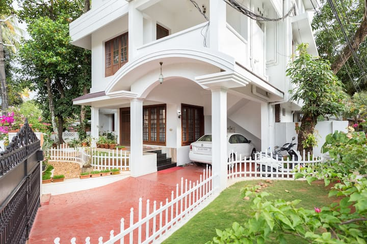 Homested Homestay - Deluxe room with balcony