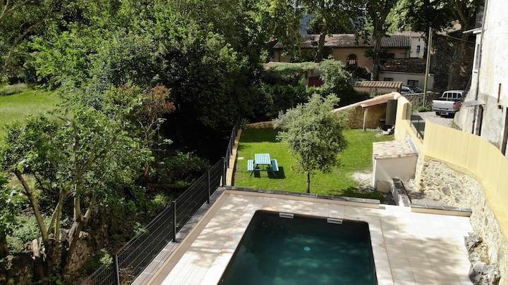Le Garrel, studio jardin piscine
