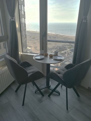 Sfeervol appartement, zeezicht, centraal gelegen