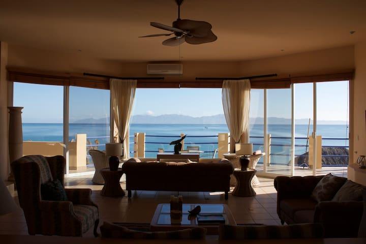 Villa Brisa Beachfront Penthouse - La Ventana - บ้าน