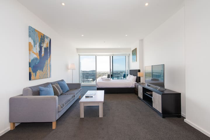 Deluxe Studio Penthouse in the Central Adelaide