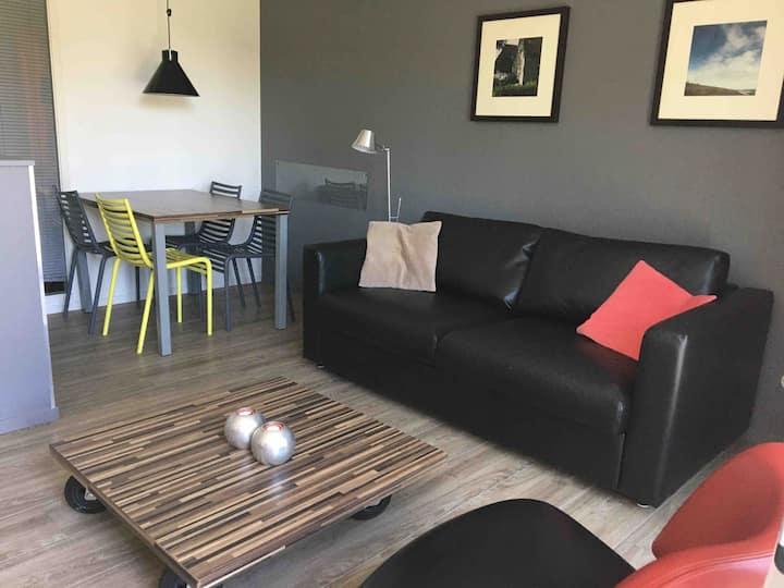 Luxe appartement 2.kamer in Hollum+terras& zwembad