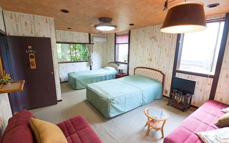 ★3ppl Room Only/ Triple Room with Shared Bathroom