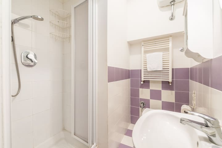 Bagno- bathroom with shower
