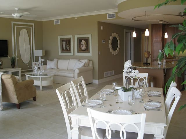 THE GEM OF THE GATEWAY GRAND, LUXURY 3BR CONDO