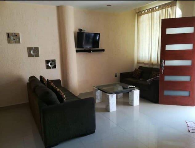 Preciosa casa pequeña con decorado moderno