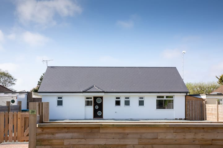 Stunning Bungalow 400m from Pagham Beach
