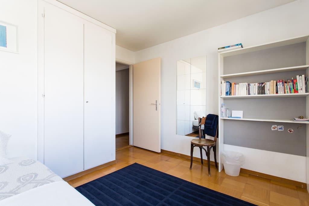 Jolie chambre 2 pas du chuv appartements louer for Chambre a louer suisse