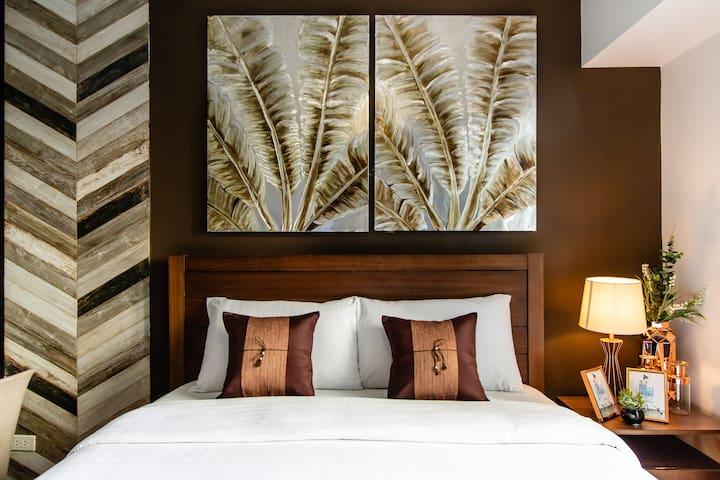 Elegant & Riverfront Suite @ Acqua