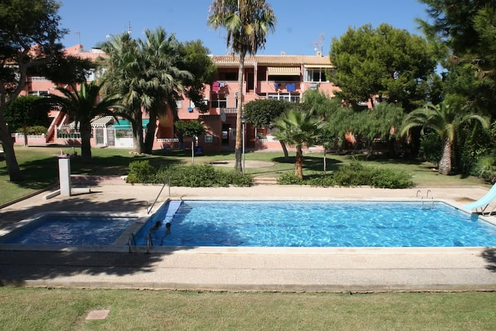 Lovely 2-bedroom house with pool & stunning garden