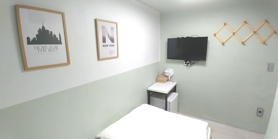 Mini single room next to dongdaemun station__