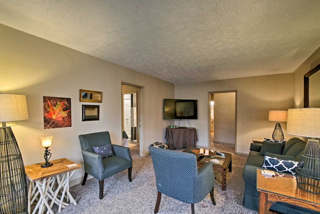 'Copper Creek' is a 3-bedroom, 2-bathroom vacation rental apartment with accommodations for up to 5.