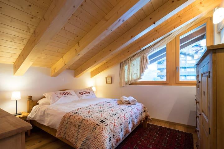 Double bedrooms on upper floor, marvellous mattresses throughout