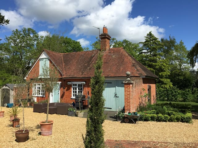 Secluded cottage with own garden & secure parking