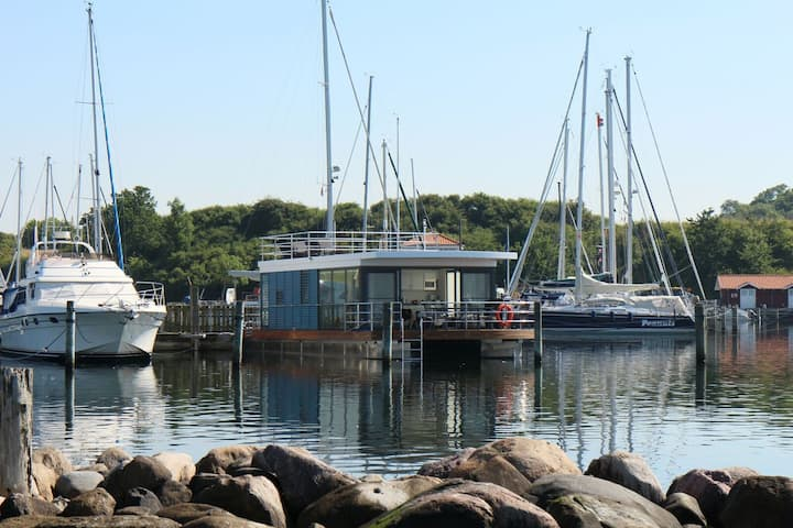 Floating House   Recovery for the whole family