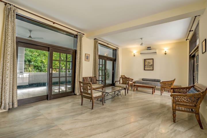 Lavish 5-bedroom bungalow for large groups/73084